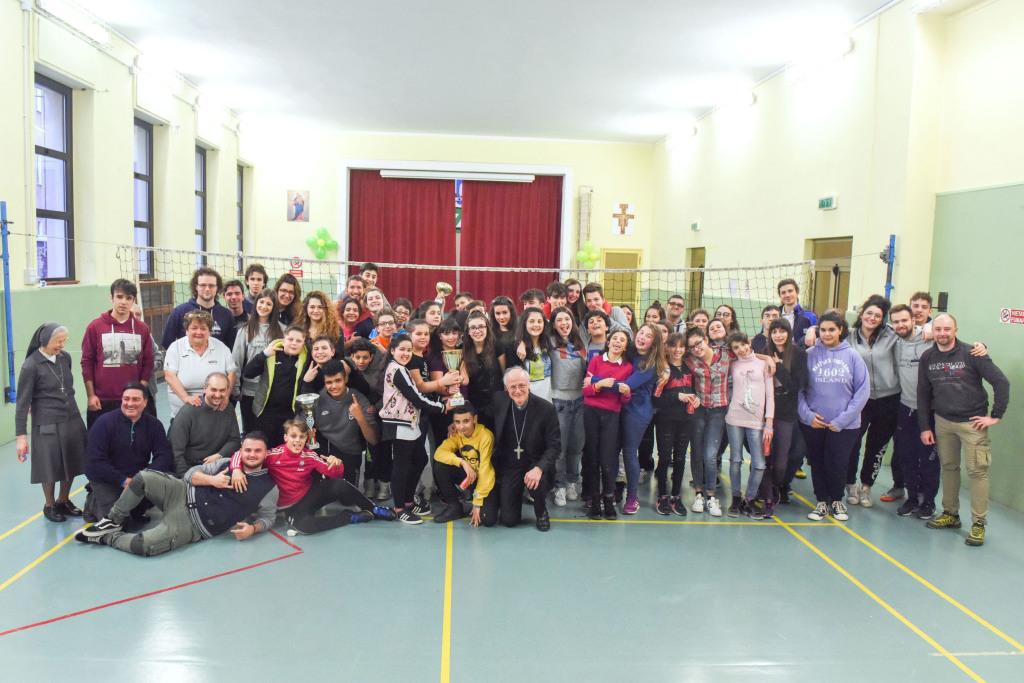S Spirito festa dei giovani e S.E.Vescovo Luigi Testore (0)_risultato